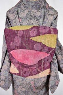 マリメッコのようなスモークカラーの花と樹木愛らしい紬の名古屋帯