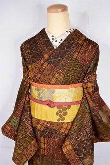 ブラウンの絣裂風切嵌めのような染模様美しいしょうざんウール単着物