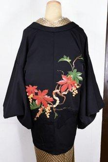 葡萄のような蔦と実の染め模様美しい黒絵羽織