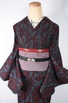 モノクロームとガーネットルージュの宝石のようなダイヤモンドモチーフ美しいウール単着物