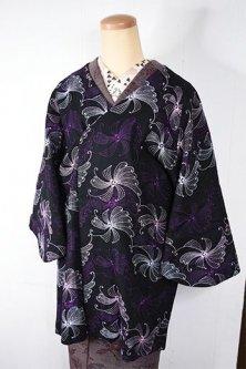 ノーブルブラックにヨーロピアンビンテージのようなフラワー刺繍美しい着物コート