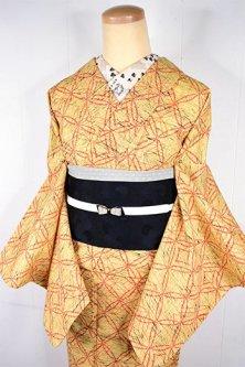 イエローベージュにスカーレットカラーの七宝ジオメトリクパターンモダンなウール単着物
