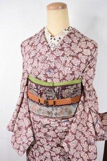 ローズベージュに蔦葉模様モダンロマンチックな正絹袷着物