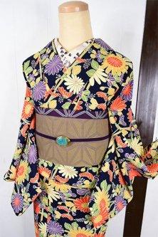 黒地に籬に咲く色とりどりの菊花美しいウール単着物
