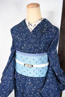 インディゴブルーにキリムのようなフォークロア装飾模様愛らしいウール紬単着物