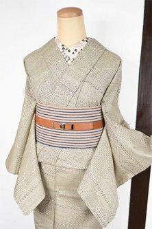 グレイッシュアイボリーにフォークロア切嵌模様モダンなウール単着物