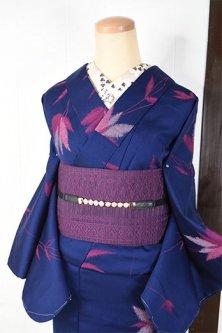 ネイビーブルーにオーキッドルージュのリーフデザインモダンなウール単着物