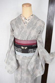 アイボリーにフォークロア絣幾何学モダンなウール混単着物