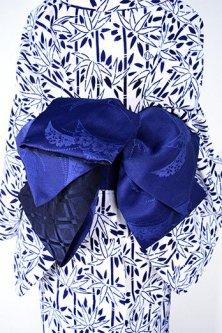 花芝草文様美しい半幅帯(紺青)