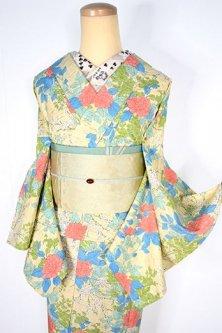 薄香色地に草木花卉文様美しいしょうざんウール紬単着物