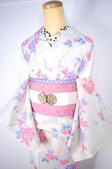 アイボリーに赤と紫の薔薇の花枝美しい縮風夏着物
