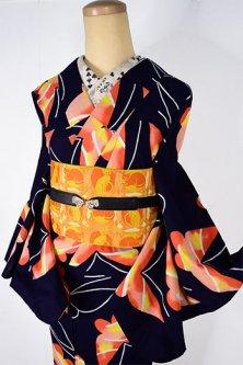 濃紺地にルビーグレープフルーツオレンジの蝶々模様モダンな注染レトロ浴衣