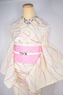 クリームイエローにフランボワーズカラーの露芝文様風雅に美しい縮風夏着物