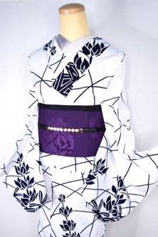 白と紺のルピナスのような花模様美しい注染絵羽浴衣