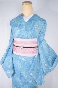 フロスティブルーグラデーションにフラワーモチーフ美しい化繊絽の夏着物