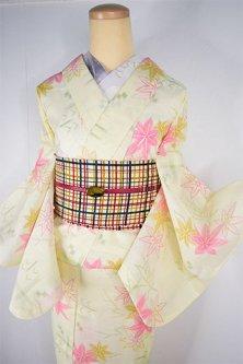 クリームイエローに楓の葉と燕絣が美しい縮風夏着物