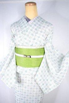 オフホワイトとグリーンのレトロタイルのような花格子愛らしい上布風スリーウェイ夏着物