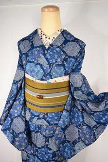 葡萄唐草濃紺地に装飾亀甲文様美しいしょうざんウール単着物