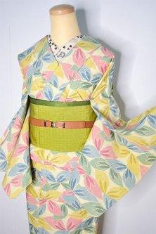 クリームイエローにクレパスカラー木の葉模様愛らしいウール紬単着物