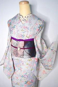 薄雲鼠色のぼかしに四季の草花花枝模様美しい正絹縮緬袷着物
