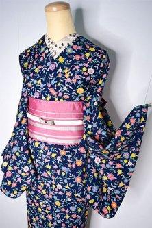 スモーキーネイビーにフローラルデザインロマンチックなウール単着物