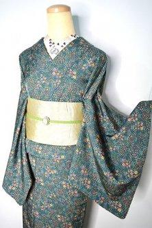 アンティークグリーンに装飾タイルのような四季の草花亀甲文様美しい正絹縮緬袷着物
