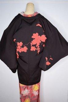 紅黒色地にあでやかな朱の葡萄蔦美しい黒絵羽織