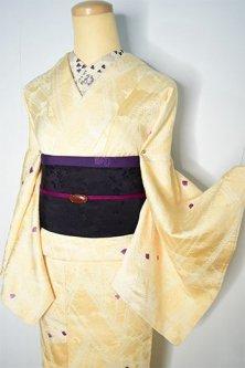 ふんわり浮き雲クリームイエローに綿毛のような装飾模様美しい正絹本絞り袷着物