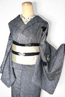 黒白鹿の子総絞りに蔦葉の刺繍美しい袷着物
