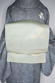 青白磁地に白金色の鱗流水文様美しい洒落袋帯