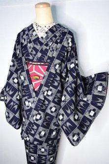 紺絣の鳥と椿の市松格子モダンなウール胴抜き仕立てアンサンブル
