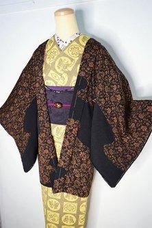 ブラックとブラウンの霞アラベスク絵羽模様美しい正絹縮緬レトロ羽織