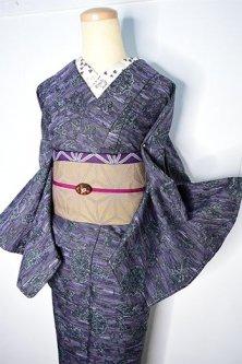 モーヴパープルに古代ギリシアの遺跡のような装飾模様ロマンチックなウール単着物