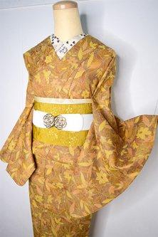 トパーズのようなイエローブラウンにボタニカルデザイン美しいウール紬単着物