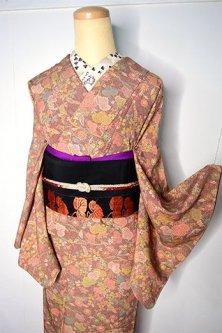 ブラウンに葡萄蔦と秋草美しい正絹縮緬袷着物
