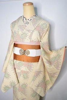 アイボリーにヨーロピアン蝶々モチーフロマンチックな袷着物