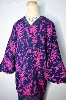 ネイビーとフーシャピンクのリーフデザインモダンなビンテージ着物コート