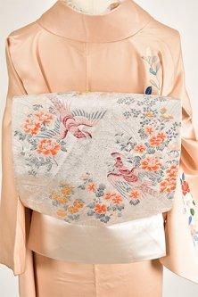 銀色地に四季の草花と優雅に舞う鳥美しい東レシルック袋帯