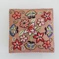 ブローチ用手刺繍のパーツ(花々と蝶々)