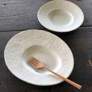 楕円変形皿 鉄粉白