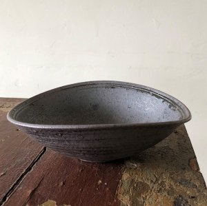 野鉄釉たわみ鉢