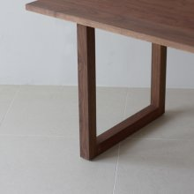 Wildwood Dining table / wood 2 legs