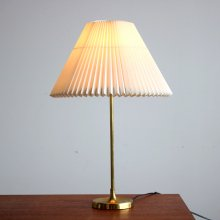 <img class='new_mark_img1' src='//img.shop-pro.jp/img/new/icons47.gif' style='border:none;display:inline;margin:0px;padding:0px;width:auto;' />Vintage Table lamp / Le Klint, model307