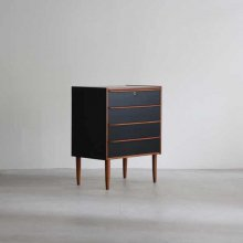<img class='new_mark_img1' src='https://img.shop-pro.jp/img/new/icons47.gif' style='border:none;display:inline;margin:0px;padding:0px;width:auto;' />Vintage 4Drawers chest
