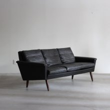 <img class='new_mark_img1' src='//img.shop-pro.jp/img/new/icons20.gif' style='border:none;display:inline;margin:0px;padding:0px;width:auto;' />Vintage 3Seat sofa