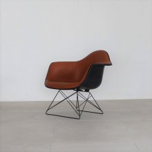 <img class='new_mark_img1' src='https://img.shop-pro.jp/img/new/icons29.gif' style='border:none;display:inline;margin:0px;padding:0px;width:auto;' />Eams arm chair leather  specification(展示現品)