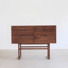 <img class='new_mark_img1' src='https://img.shop-pro.jp/img/new/icons47.gif' style='border:none;display:inline;margin:0px;padding:0px;width:auto;' />SALVIA LIVING CHEST / Walnut(展示現品)