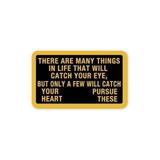 座右の銘 ステッカー (目を奪われるものがたくさんあるだろう。しかし、心を奪われるものだけを追い求めなさい)Mサイズ PC タブレット
