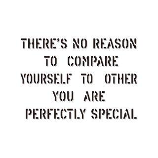 他人と比べて焦る必要はない だってあなたはあなたなのだから |  コトワザ ステンシル 転写ステッカー スクエア | STD400−4