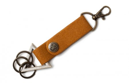【Alive Athletics 】 TRIANGLE KEY CHAIN 【Camel/Gold 】